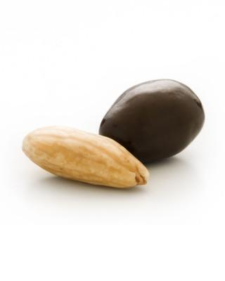 Almendra recubierta de chocolate negro